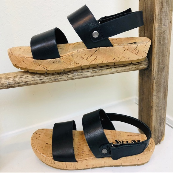 4bf982eaa7b ➖Korks➖ leather platform sandals. NWT. Kork-Ease